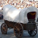 <b>02- On n'est pas les seuls...</b> <br /> un seul chariot dans tout ce décor, faut pas charrier !